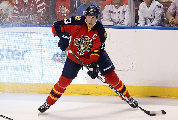 SUNRISE, FL - DECEMBER 10:  Willie Mitchell #33 of the Florida Panthers passes the puck during a game against the Washington Capitals at BB&T Center on December 10, 2015 in Sunrise, Florida.  (Photo by Mike Ehrmann/Getty Images)